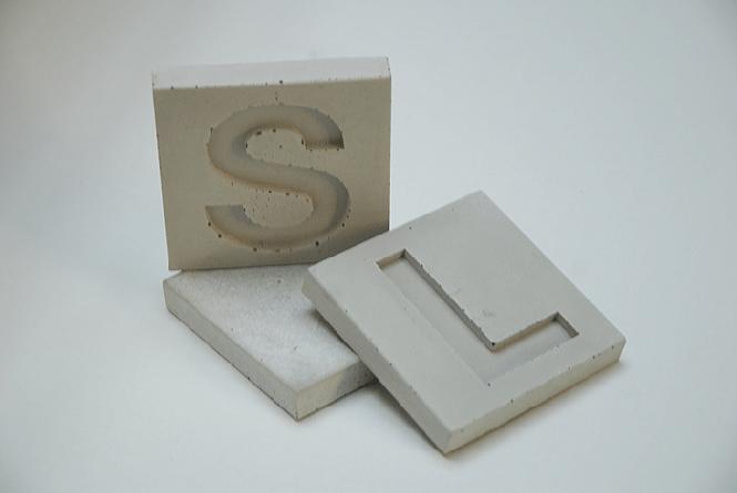 Beton-Kacheln Buchstaben