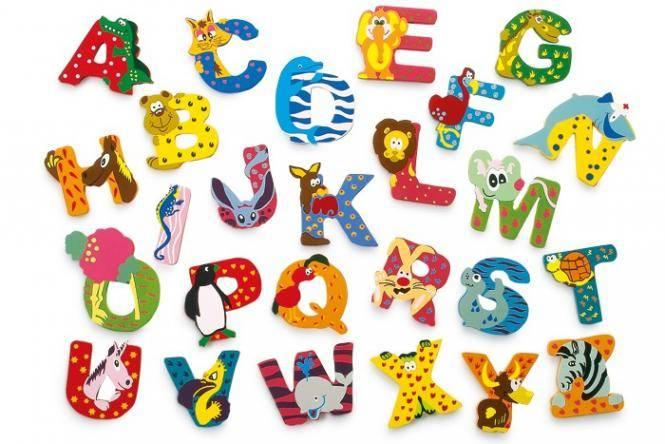 Bunte Holzbuchstaben mit Tieren